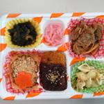 屋台DELi - <日替わりランチS>海老グラタンフライ+スパイシーマヨハンバーグ+牛ハラミ炒め