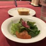 クッチーナ・ヒコ - パスタセット(税込み1430円)のサラダとバゲット