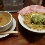 頑固麺 - 期間限定 濃厚白湯 炙り海老塩白湯つけ麺 1100円