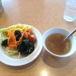 フォルクス - 初手のサラダとスープ。