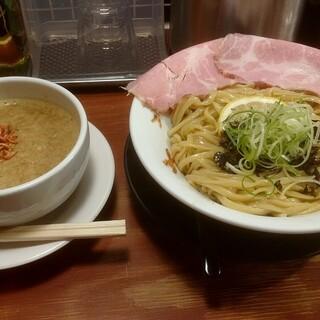 頑固麺 - 料理写真:期間限定 濃厚白湯 炙り海老塩白湯つけ麺 1100円