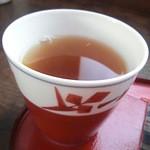骨董カフェ 和み屋 - レトロな器に入ったほうじ茶