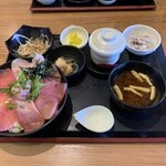まぐろ堂 - 「まぐろ食べ比べ丼」1360円