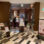 151038586 - 大阪・梅田を代表するビル・ハービスエント4階。劇団四季やビルボードが入っています(o^^o)