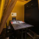 北新地 中国料理 星華 - ゆったりと寛げる半個室席は、2人~4人での利用も可能。