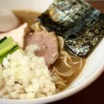 煮干し中華そば 山形屋 - 料理写真:濃厚イカ煮干中華そば 950円