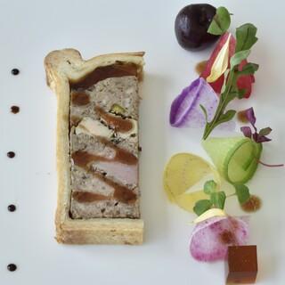 トランテアン - 料理写真:パテクルート 根菜のサラダを添えて
