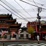 大三元酒家 - 媽祖廟とツーショット。