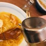 煮干そば 藍 - 煮干そば 藍@神宮丸太町 煮干しそば にんにく りんご酢を投入
