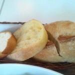 フルーゼ ハウン - メゾンカイザーのパン3種類がリベイクされて出されます