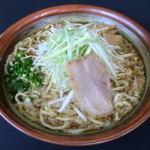 ラーメン むてっぽう - 料理写真:極太の自家製ちぢれ麺と濃いめの熱々スープが絶妙に絡みあう!魚介の旨味たっぷりの当店名物ラーメン。