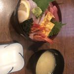 沼津魚市場食堂 - 料理写真:海鮮丼 1880円