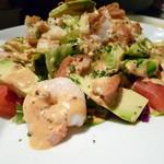 ほろ酔いCAFE なでしこ  - 料理写真:完熟アボカドとぷりぷりの海老たっぷりの少しスパイシーなサラダです。
