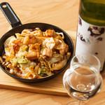 HACHI - 料理写真:てっちゃんの鉄板焼 プリプリのホルモンをたっぷりの野菜と炒めました。これがまたワインにも合うんです!