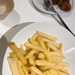 イケア・レストラン - 唐揚げとフレンチフライ