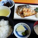 あけぼの荘 - 焼き鯖定食