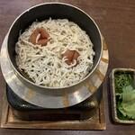 炭火焼 とり萬 - 釜飯 梅シラス、880円