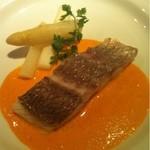 15109634 - 鯛のシャンパン蒸し ホワイトアスパラガス添え 赤パプリカソース