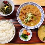 街道軒ドライブイン - 料理写真:ホルモン煮込み定食