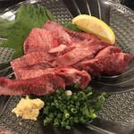 沖縄焼肉・ホルモン バカ一代 - タントロの刺身¥1738