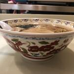 春木屋 - わんたん麺(側面)