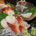彩酒亭 洞 - 貝刺身盛り合わせ(サザエ、ホッキ貝、つぶ貝、ホタテ)