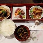 なか井 - お昼の定食1100円