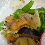 ジューダバレリーノ - 北海道産桜鱒、桜鱒のコンフィと地野菜・菜園ハーブのインサラータ