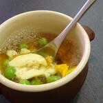 ジューダバレリーノ - 魚介のスフォルマートとえんどう豆入コンソメジュレ、レモンエアー