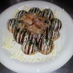 くらちゃん - 料理写真:定番の甘口ソースのたこ焼きです