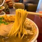151114652 - 本家第一旭 たかばし本店@京都 メンマ ラーメン 麺リフト