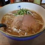 麺や輝 - ラーメン(750円、斜め上から)