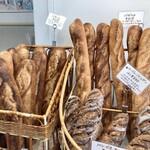 パン・ド・ラサ - 料理写真:バゲット 店内で撮影