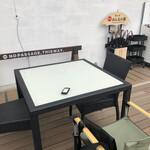 うどん 有田 - デッキのテーブル