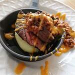 煮込みビストロ ReEn - 濃厚ボロネーゼの肉づくしステーキ お肉の下にはクリーミーマッシュポテト