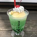 タマゴパーラー - 京たまごアイスのクリームソーダ 500円(本体価格)