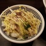ビーハイブ - 地鶏丼200円