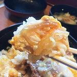 中藤 - トロトロ状態のタマネギは味が染みて美味しいですな。ご飯が進みます。味付けは少々濃いめでしょうか。