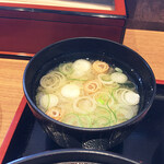 中藤 - カツ丼に付いてくる味噌汁。白味噌ベースの富山県民おなじみの味。