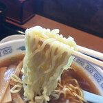 中藤 - 麺は中細ちぢれ麺。スルスルッと食べやすいです。