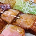 レストランばーく - 拡大(厚切りベーコンカツ、爪楊枝との比較で大きさが伝わるでしょうか)