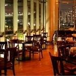 湾岸食堂 - 夜になるとライトアップされ、店内からは夜景も綺麗にご覧頂けます。
