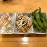 くまねこ食堂 - 左から、冷奴・ピリ辛メンマ・枝豆