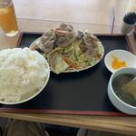 満亭 - 料理写真:ごはんも野菜炒めもモリモリだから大きく見えないかも、、。