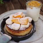 ピーシーエイチコーヒー - マンゴとバナナのベイクドフレンチパンケーキ