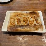 初代 田中餃子 - 羽付き餃子。                                 美味し。