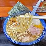 肉煮干中華そば 鈴木ラーメン店 - ツルモチ食感の中細麺