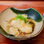 赤坂おぎ乃 - 炊いた海老芋と鱈の揚げ物 香茸の餡掛け