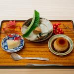 赤坂おぎ乃 - ほうじ茶のプリン 自家製の栗きんとん、中に小豆 ラフランス