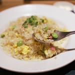 幸せのはし - オススメチャーハン¥850 (サラダ、お味噌汁、杏仁豆腐つき)